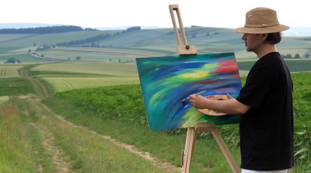 Художник рисующий на природе