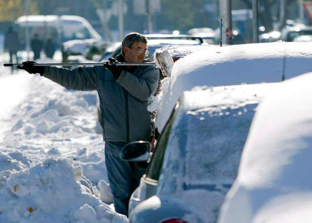 Услуги по очистке машин от снега