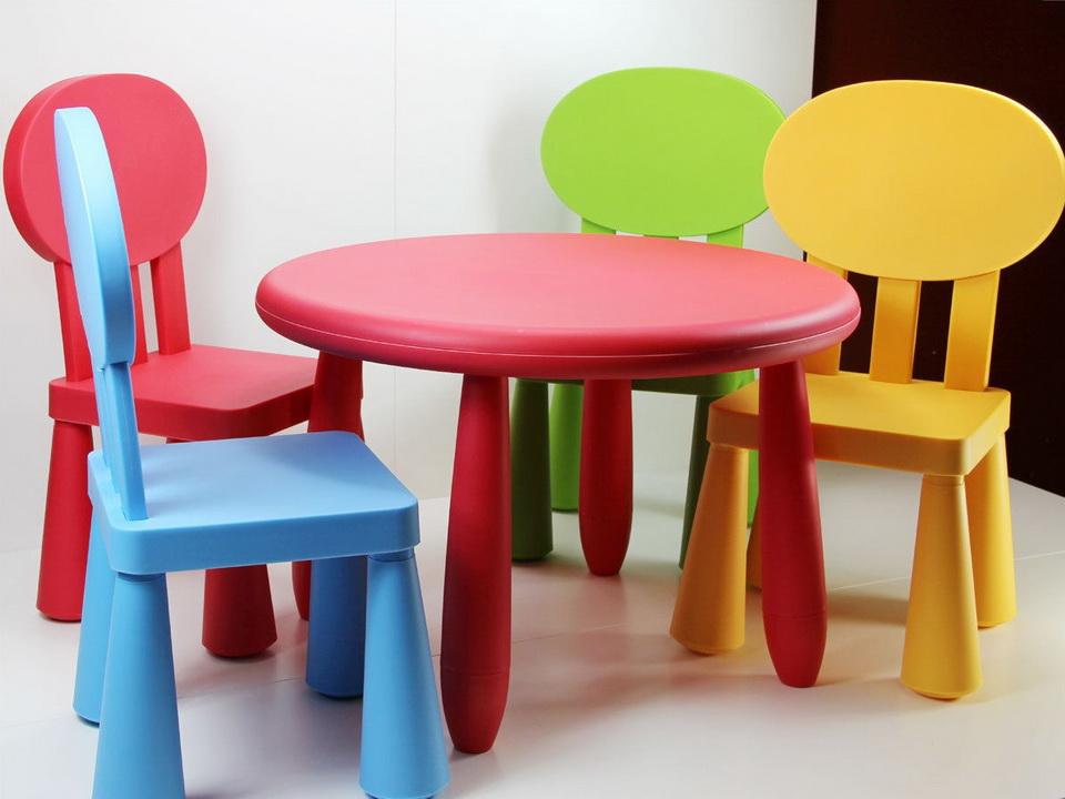 Набор детской мебели из пластика