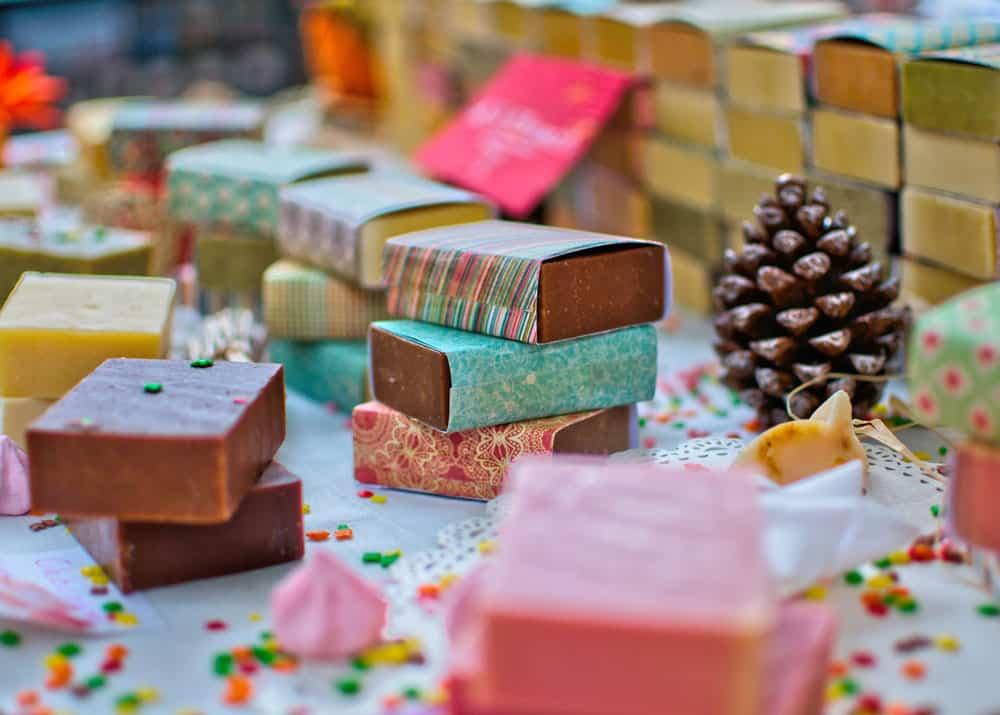 Как делают хозяйственное мыло на производстве и выгодно ли это?